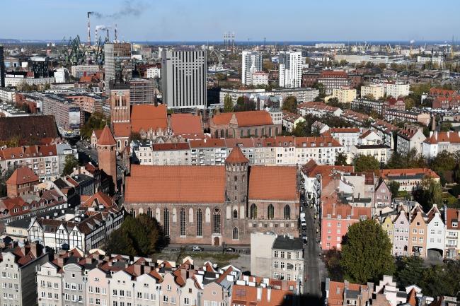 Храм Святого Николая в Гданьске (в центре)