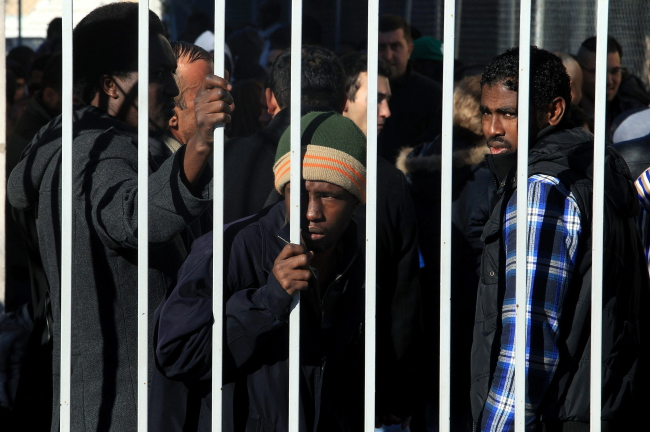 According to the Greek coast guard, the number of undocumented migrants entering Greece by sea reached 10,445 people in the first quarter of 2015, compared to 2,863 people for the same period last year.Photo: EPA/SIMELA PANTZARTZI