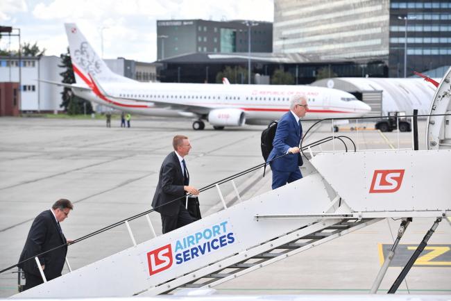 Polish Foreign Minister Jacek Czaputowicz (right) leaves for Georgia: Photo: PAP/Jacek Turczyk