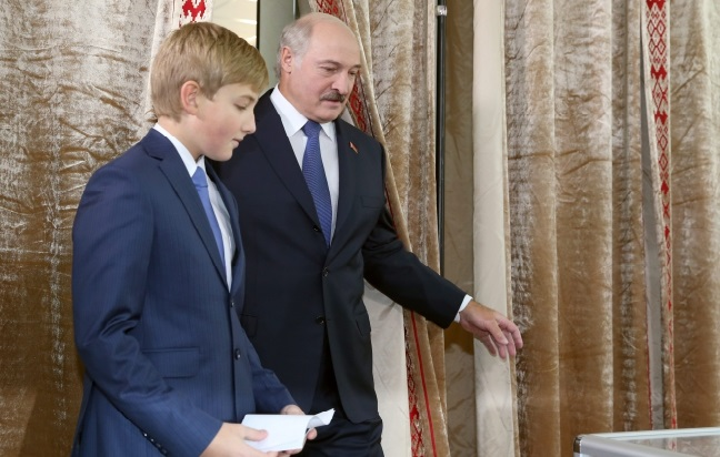 Belarusian President Alexander Lukashenko (R) with his youngest son Nikolai leaves a booth at a polling station during presidential elections in Minsk, Belarus, 11 October 2015. Photo: EPA/TATYANA ZENKOVICH