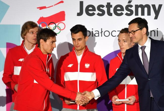 Polish Ski Jumpers Dawid Kubacki, Kamil Stoch, Maciej Kot and Stefan Hula and Polish Prime Minister Mateusz Morawiecki. Photo: PAP/Bartłomiej Zborowski.