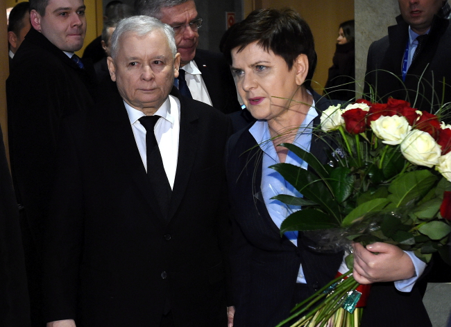 Leader of Poland's governing Law and Justice (PiS) party Jarosław Kaczyński and the country's Prime Minister Beata Szydło. PAP/Radek Pietruszka.