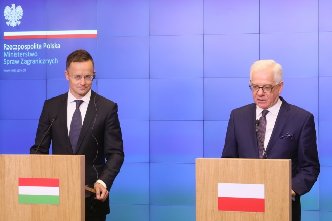 Polish FM Jacek Czaputowicz (right) and his Hungarian counterpart Péter Szijjártó (left) give a joint press conference after meeting in Warsaw on Thursday. Photo: PAP/Paweł Supernak
