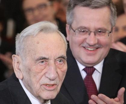 Mazowiecki (left) with President Komorowski