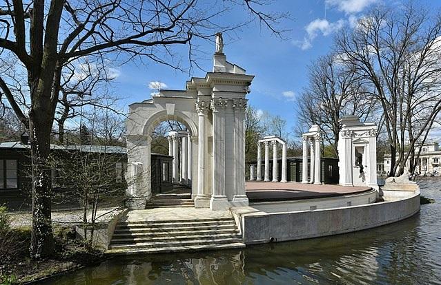 Место проведения концерта - Королевские лазенки в Варшаве