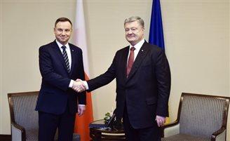 Дуда и Порошенко обсудили возможность отмены запрета на эксгумацию в Украине