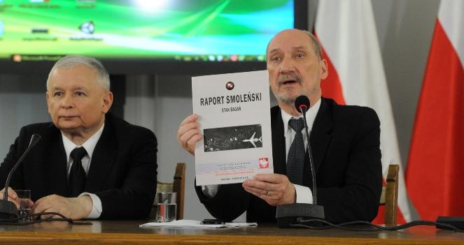 Лидер оппозиционной партии Ярослав Качинский и Антони Мацеревич