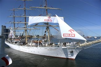 Polish tall ship sets sail on Independence Cruise