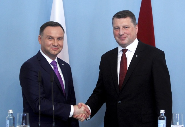 Polish President Andrzej Duda (left) and Latvian President Raimonds Vejonis (right) hold a joint press conference after meeting in Riga on Wednesday. Photo: EPA/TOMS KALNINS
