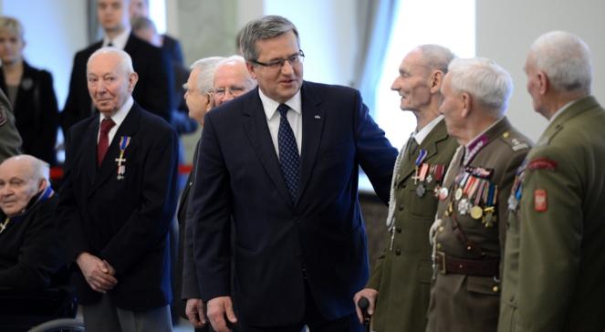 Prezydent Bronisław Komorowski i odznaczeni Żołnierze Wyklęci