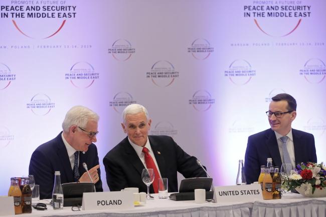Warszawa, 14.02.2019. Wiceprezydent USA Mike Pence (C), premier RP Mateusz Morawiecki (P) i minister spraw zagranicznych RP Jacek Czaputowicz (L)
