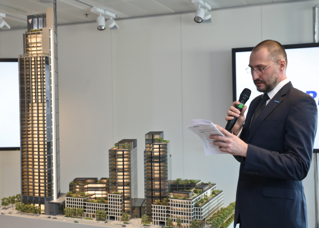 HB Reavis CEO Stanislav Frank announcing the building. Photo: PAP/Rafał Guz