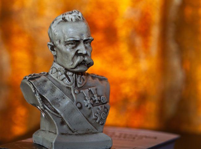 Бюст маршала Юзефа Пилсудского.