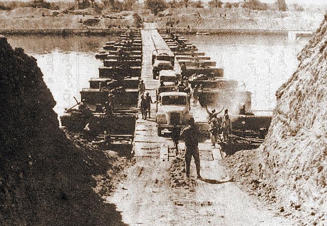 Эгіпецкія войскі перасякаюць Суэцкі канал, 7 кастрычніка 1973 года
