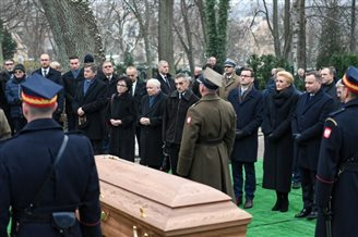 Top Polish politicians bid farewell to late MP