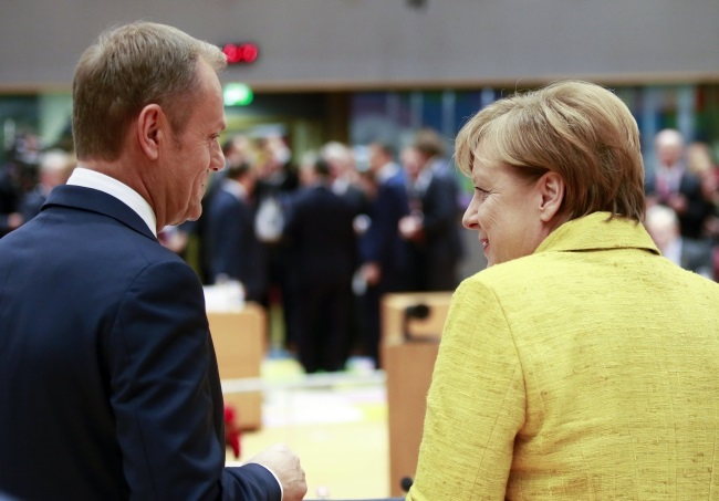 European Council President Donald Tusk (left) and German Chancellor Angela Merkel (right) during a meeting of EU leaders in Brussels, Belgium, on Thursday. Photo: EPA/OLIVIER HOSLET