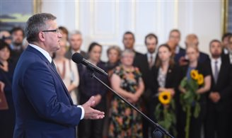 President awards Ukrainians in Warsaw