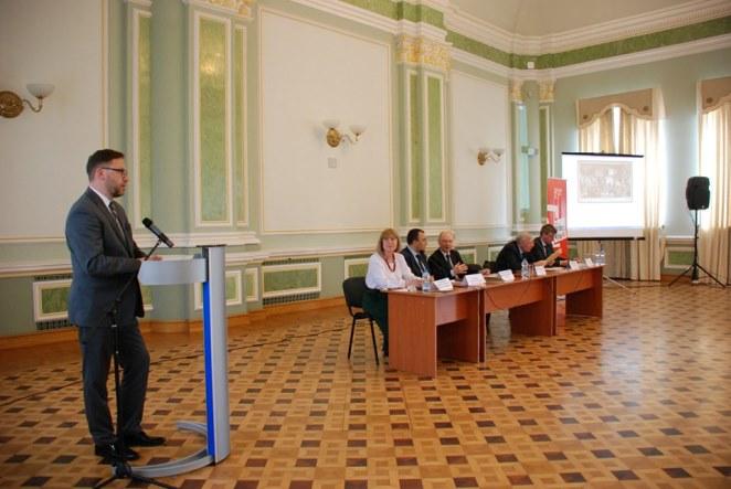 Посол Польщі в Україні Бартош Ціхоцький під час виступу на конференції