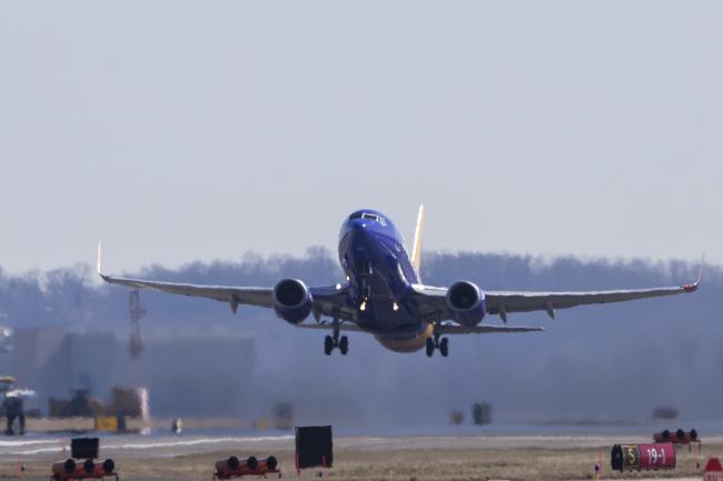 Самолет Boeing 737 в Национальном аэропорту Рональда Рейгана в Вашингтоне