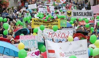 Bunt, laut, lustig: Seniorenparade