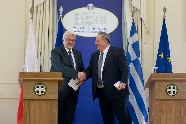 Polish FM Witold Waszczykowski (L) with his Greek counterpart Nikos Kotzias (R). Photo: MSZ