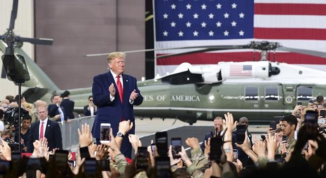 Дональд Трамп на встрече с американскими военными в Корее.