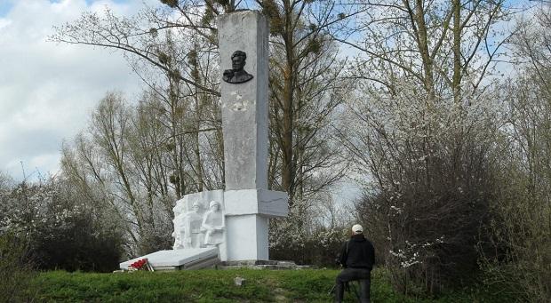 Памятник генералу Черняховскому в Пененжно, фото - polskieradio.pl