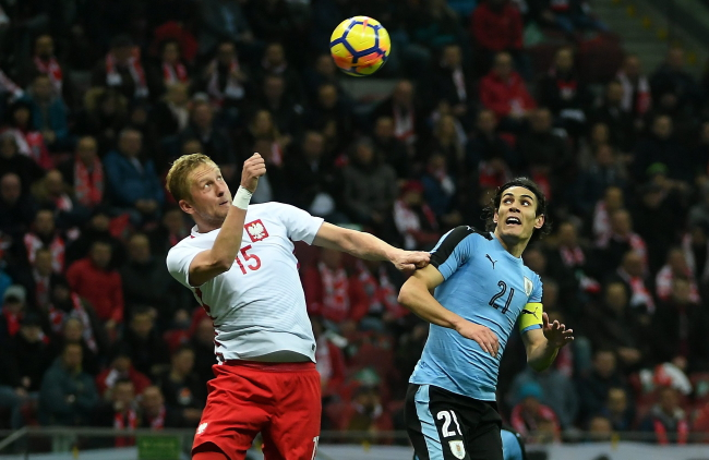 Poland's Kamil Glik and Uruguay's Edinson Cavani. Photo: PAP/Bartłomiej Zborowski.