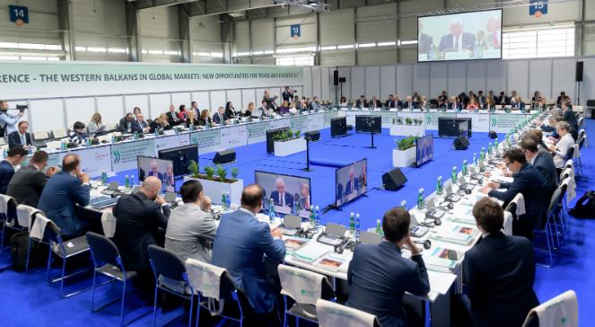 Uczestnicy Szczytu Bałkanów Zachodnich podczas otwarcia panelu OECD i prezentacji nt. publikacji OECD w Poznaniu.