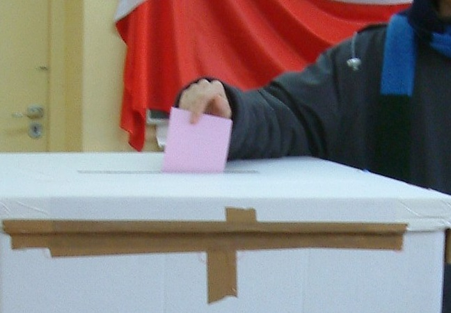 Pole casts vote. Photo: Radomil talk/Wikimedia Commons (CC BY-SA 3.0)