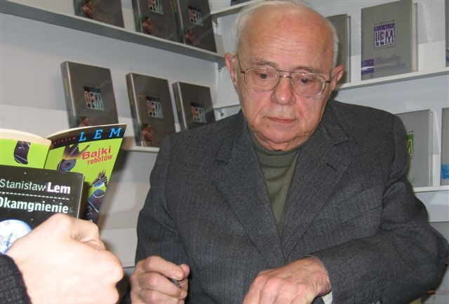 Stanisław Lem, pictured in 2005. Photo: Mariusz Kubik, http://www.mariuszkubik.pl [CC BY-SA 3.0 (http://creativecommons.org/licenses/by-sa/3.0/)]
