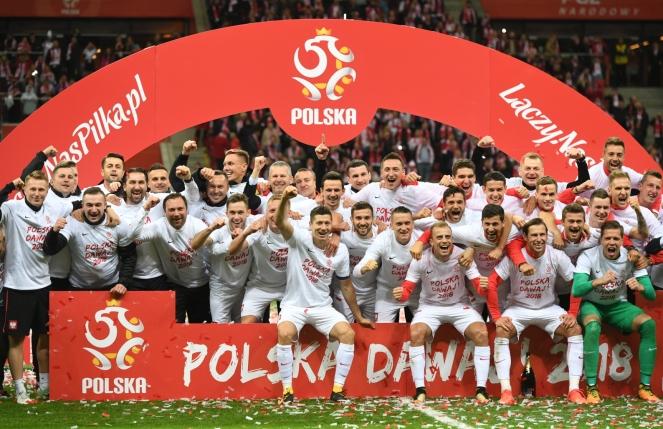 Збірна Польщі з футболу після перемоги над Чорногорією у Варшаві