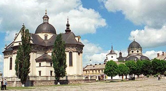 Центр міста Жовква, колегіата Св. Вавжинця
