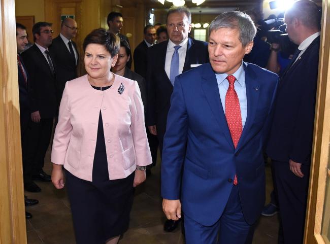 Премьер Польши Беата Шидло на встрече сс премьером Румынии Дачианом Чолошем