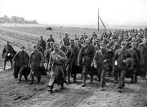 Польські військовополонені під конвоєм Червоної армії після наступу СРСР на Польщу 1939 року