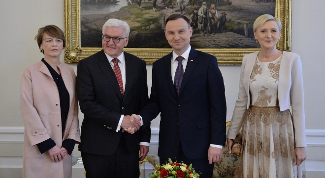 Prezydenci Polski i Niemiec, Andrzej Duda i Frank-Walter Steinmeier, wraz małżonkami