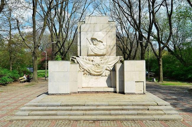 Памятник благодарности солдатам Красной Армии в Варшаве.