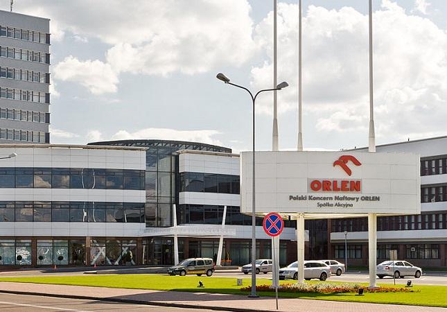 PKN Orlen headquarters. Photo: Wikimedia Commons/Adam Kliczek, zatrzymujeczas.pl (CC-BY-SA-3.0).