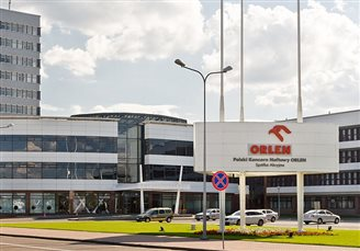 Polish oil refiner Orlen offers to buy up shares in Czech unit