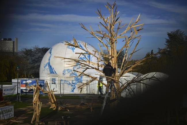 Місце конференції ООН про зміни клімату і скульптура «дерево клімату», Бонн, 14 листопада 2017 року