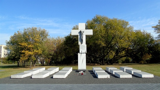 Pomnik ofiar rzezi wołyńskiej w Warszawie