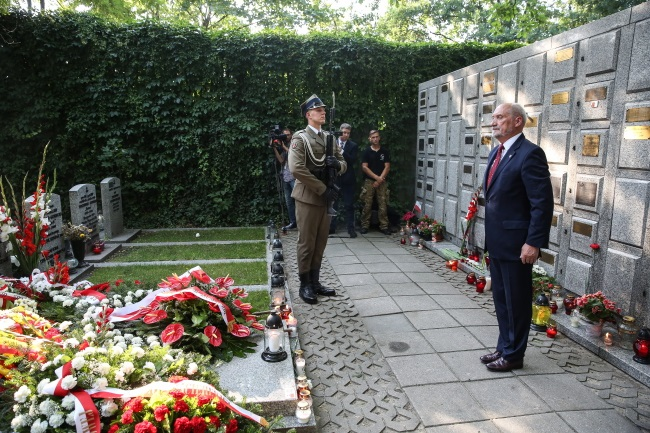 Antoni Macierewicz (right) during commemorations of the 1944 Warsaw Uprising. Photo: PAP/Rafał Guz