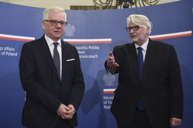 Jacek Czaputowicz (left), pictured on Tuesday taking over from his predecessor as foreign minister, Witold Waszczykowski. Photo: PAP/Radek Pietruszka