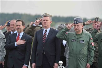 Poland welcomes US paratroops