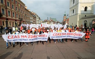 Polish doctors hit streets demanding higher wages