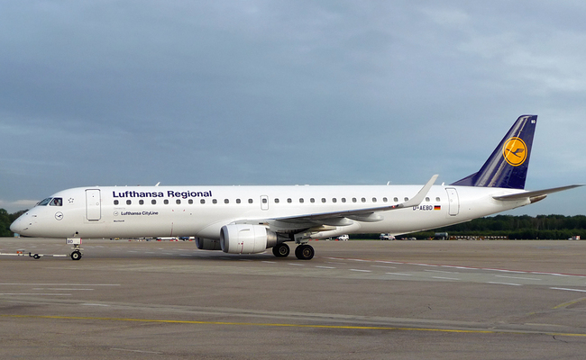 An Embraer 195 plane, as used by Lufthansa. Photo: wikimedia commons/Felix Gottwald