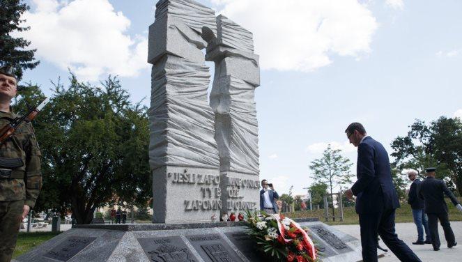 Прем'єр-міністр Польщі Матеуш Моравєцький поклав квіти до пам'ятника Жертвам УПА у Вроцлаві