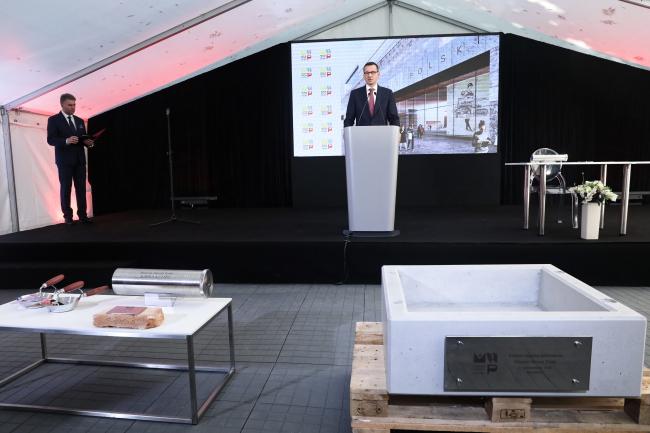 Прем'єр-міністр Матеуш Моравєцький під час церемонії закладання наріжного каменю під будівництво Музею історії Польщі у Варшаві