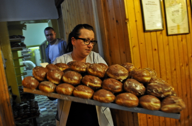 Doughnuts at a confectioner's in Warsaw. Photo: PAP/Marcin Obara
