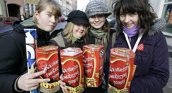Zehntausende von Freiwilligen werden an diesem Wochenende wieder in ganz Polen Geld für kranke Kinder sammeln und rote Herzen zum aufkleben verteilen.